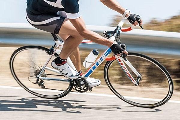 Cube road bike with drop handlebars