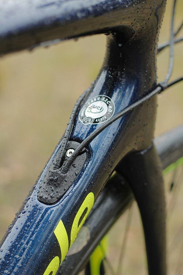 Cannondale Synapse Carbon internal cable routing