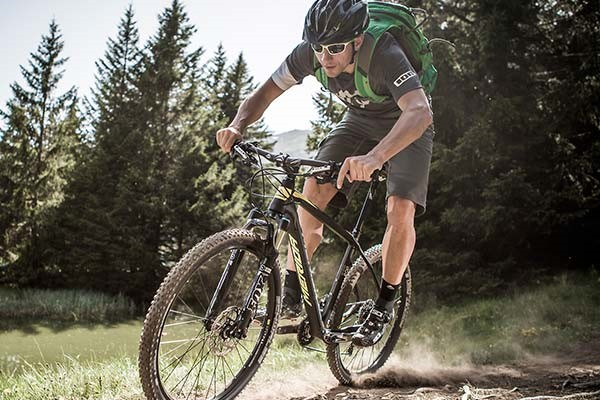 mountainbiker riding a Merida hardtail