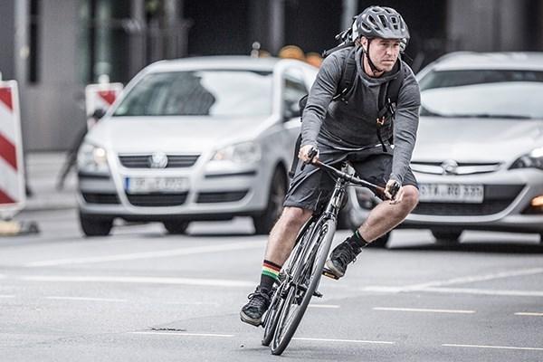 Urban hybrid cyclist