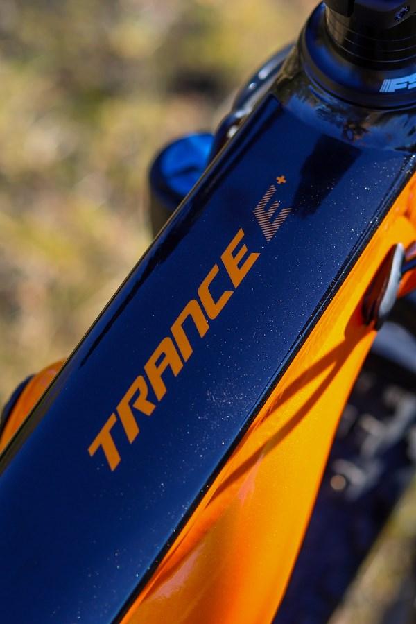 Giant Trance E+ Pro top tube detail