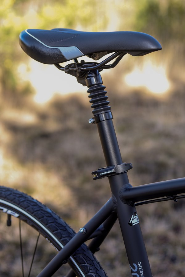 Merida Crossway seatpost and saddle