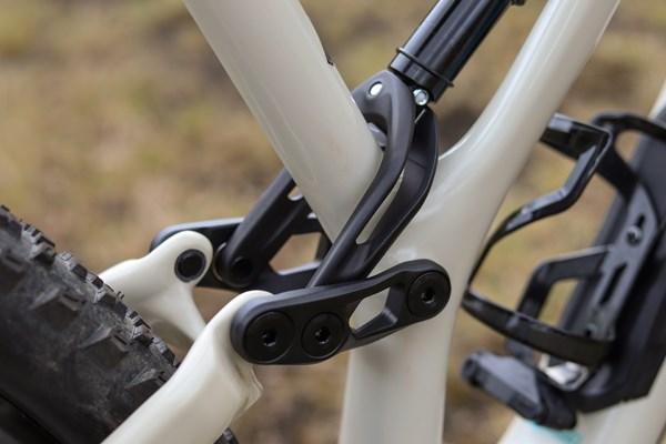 Specialized Stumpjumper rear shock linkage detail