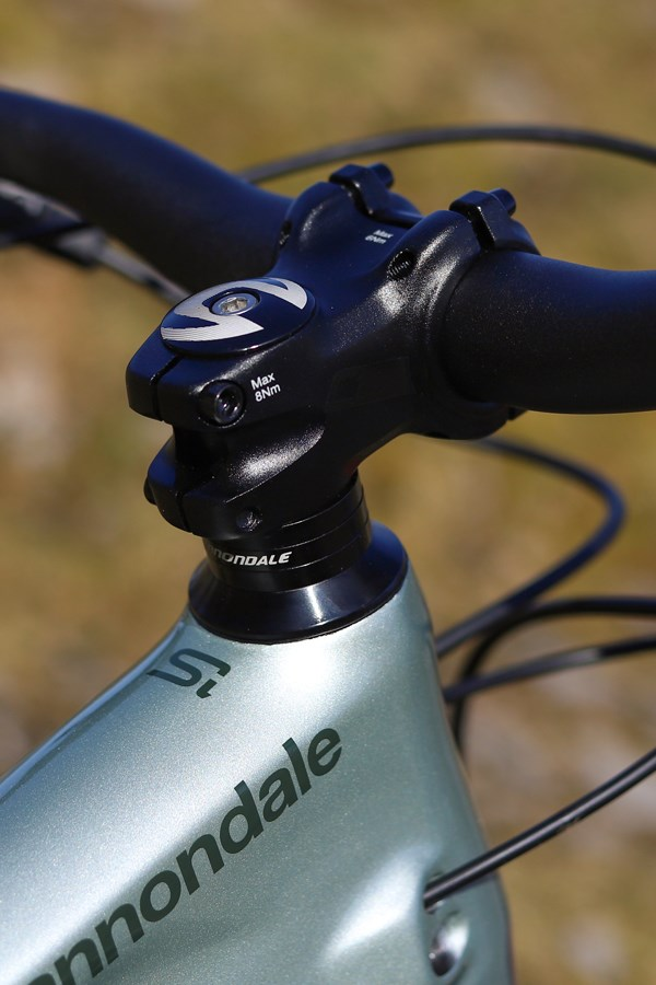 Cannondale Habit 2 headtube and stem detail