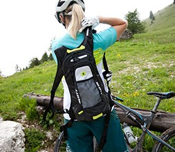 Female cyclist wearing a Scott hydration bag