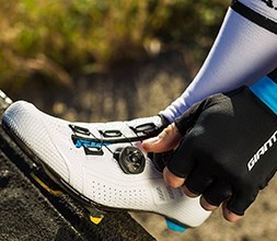 Giant road cycling shoes with BOA straps