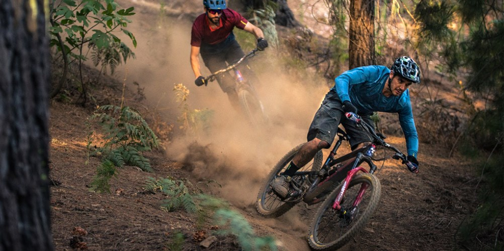 Elite racer Sam Hill riding on Mavic wheels on dry, loose trail