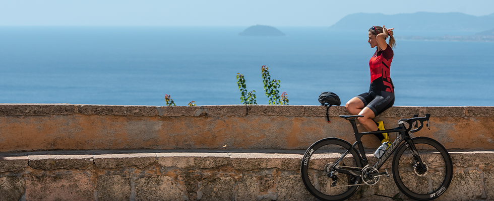 A cyclist takes a break while riding a Merida Reacto