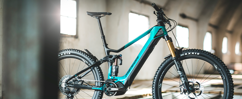 The Merida E-One Sixty in black and teal