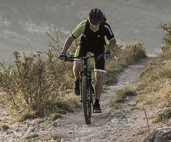 Best mountain bikes under £1000 | Tredz Bikes