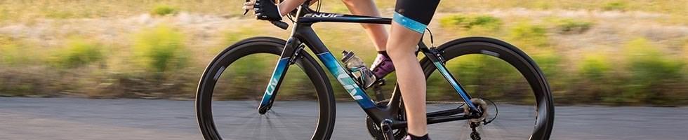 Famale cyclist riding a Liv EnviLiv