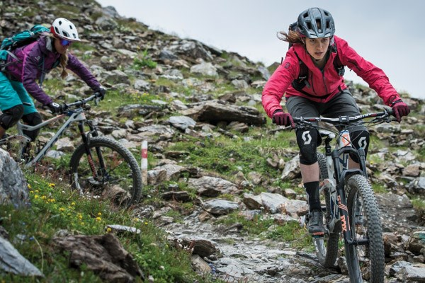 Mountain bikers riding Scott full-suspension MTBs