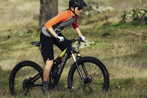 Mountain biker wearing a loose fit cycling jersey