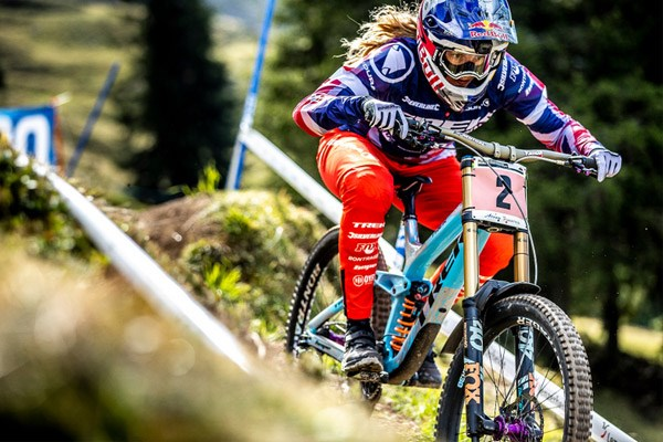 Rachel Atherton wearing Endura DH Trousers which taper at the ankles to avoid snags and improve aerodynamics