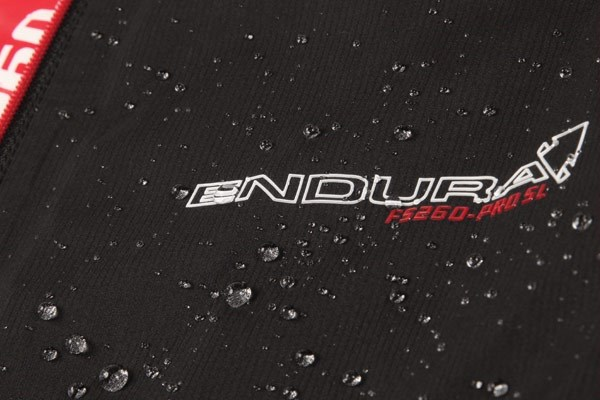 Endura FS-260 Bibshorts with water beading-up on the surface