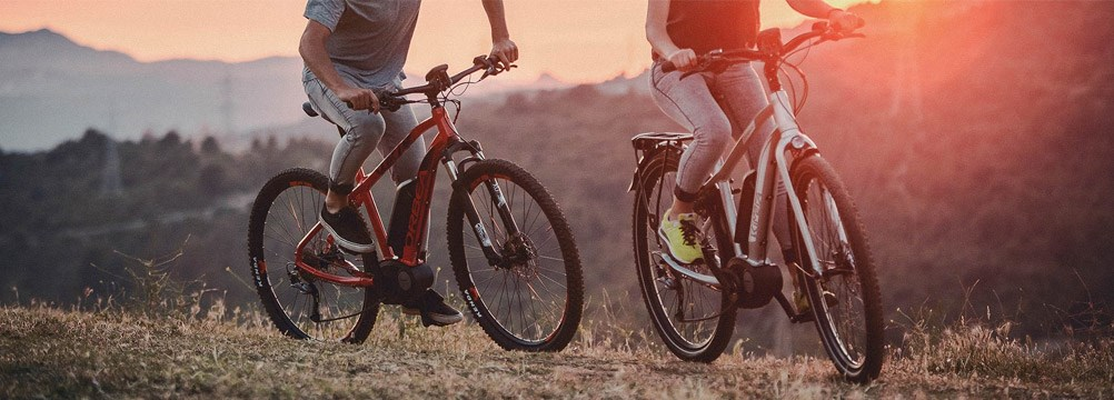 Mountain bikers on E bikes on a dusty trail