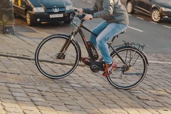 unlocking a bosch e bike battery from a Raleigh Motus electric bike