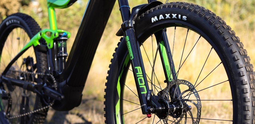 Giant Trance E+ Pro front wheel with Maxxis Minion 2.6 tyre