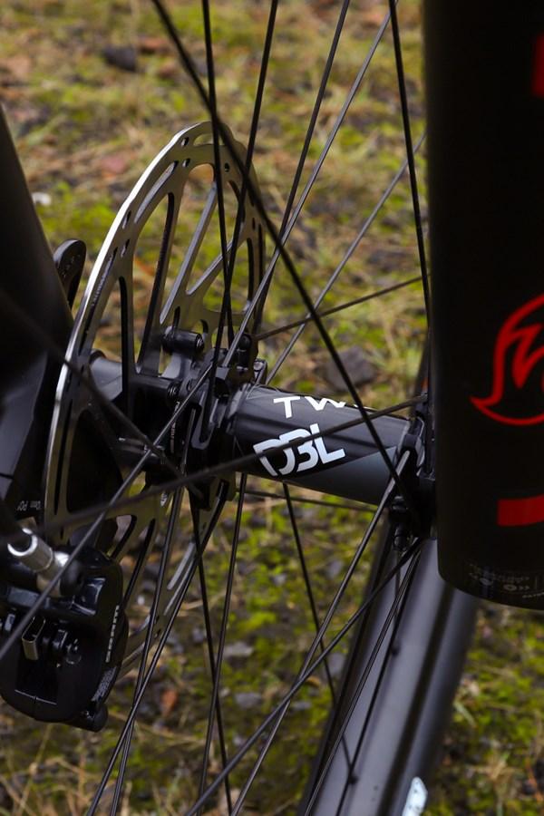 Giant Trance 29 Advanced Pro 2019 front wheel hub detail