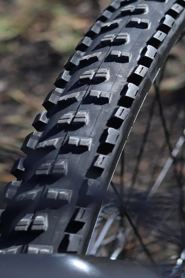 Giant Trance Maxxis High Roller front tyre tread detail