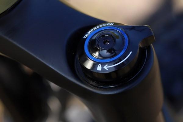 Liv Intrigue RockShox 35 compression damping dial