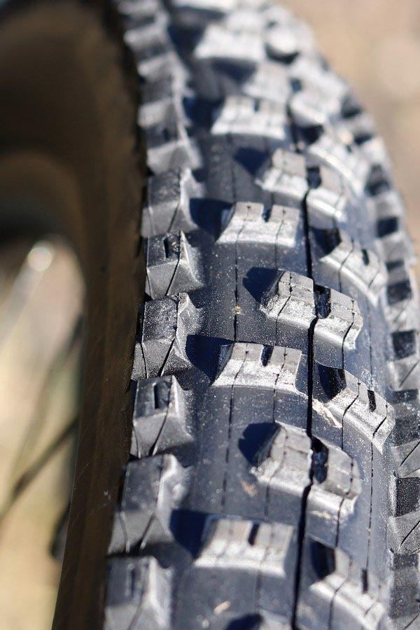 Liv Intrigue Maxxis High Roller II tread pattern
