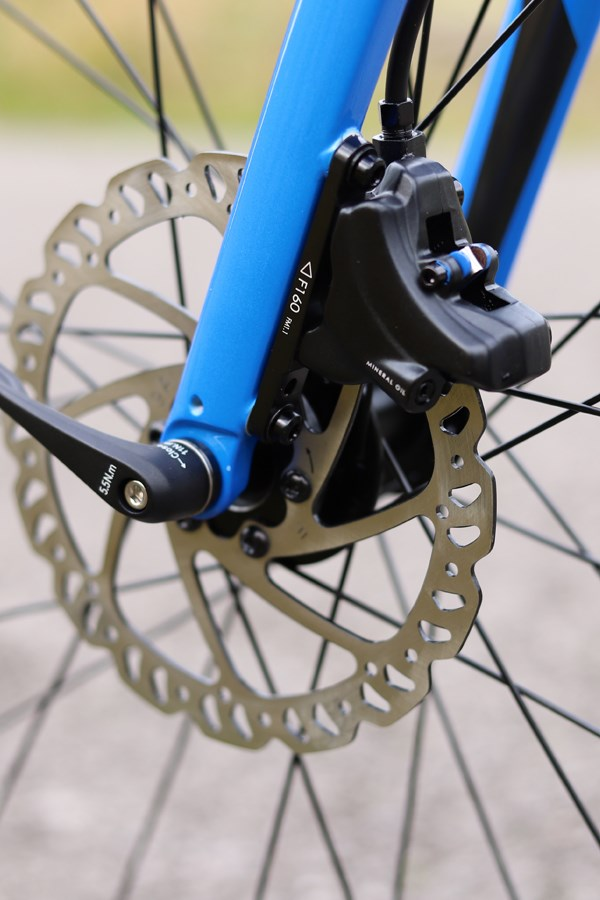 Giant Contend internal cable routing detail