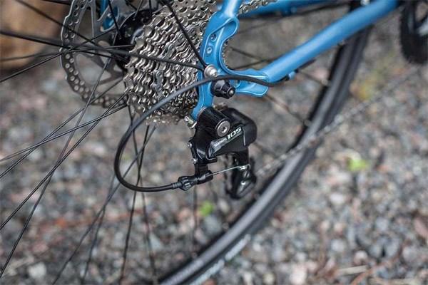 Rear road bike wheel
