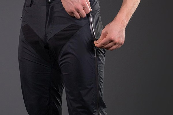 zipping pockets on MTB trousers
