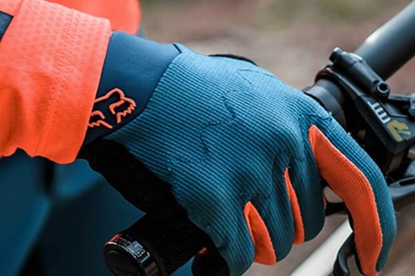 Fox MTB glove on handlebar