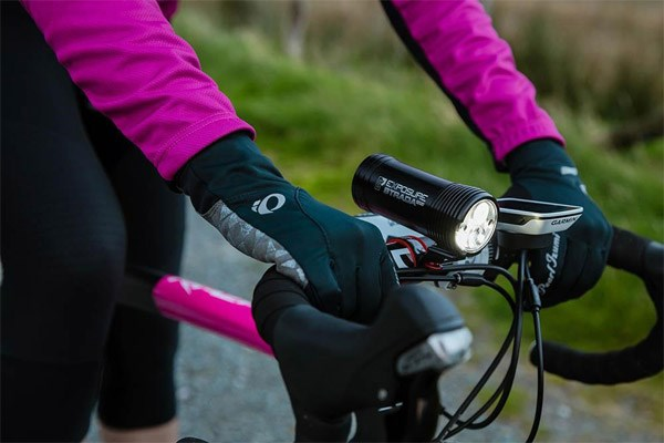Cyclist wearing gloves