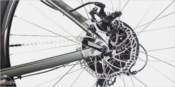 A close-up of the Crosstrail 2020's rear disc brake and cassette