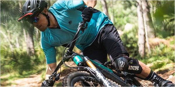 A mountain biker riding a berm on the Merida eOne-Sixty 2020