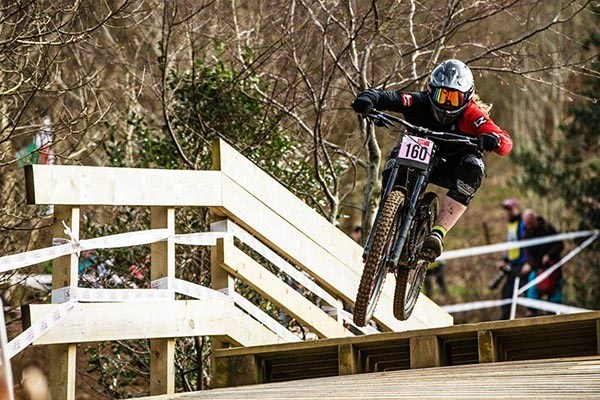 Team Tredz rider Lindsay takes on the track in Cwmcarn