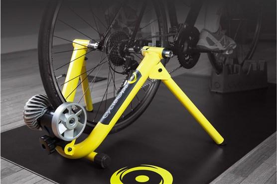 CycleOps Basic Fluid Indoor Turbo Trainer Kit With Sensor | Hometrainer