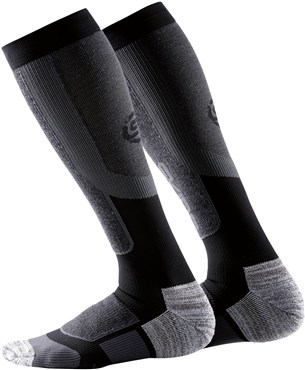 d5c2afaa6fcb4 Skins Essentials Comp Active Thermal Socks | Tredz Bikes